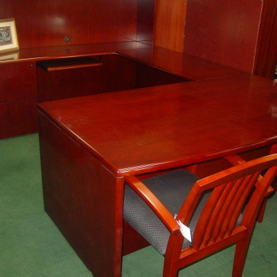 6' x 9' Wood veneer executive U cherry