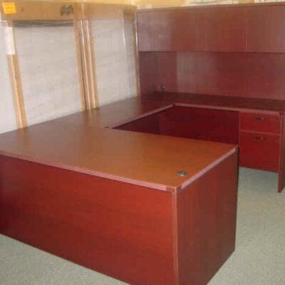 Small executive U with closed hutch