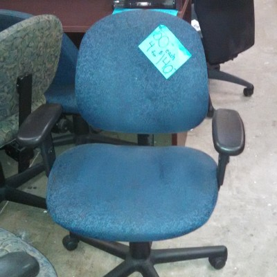 Used task chair w/ arms blue