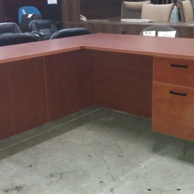 Laminate 5' x 6' L-shape desk*
