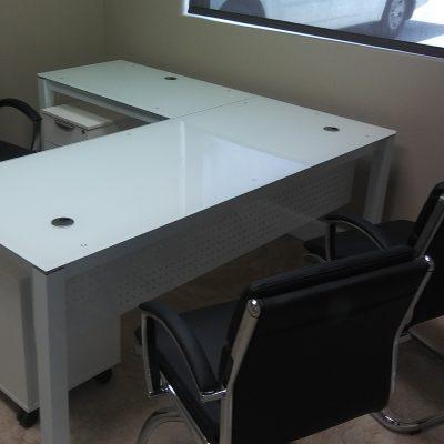 CD Glass L-Desk