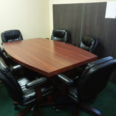 Used mahogany 6' boat shape cnference table 6 black mid-back conference chairs