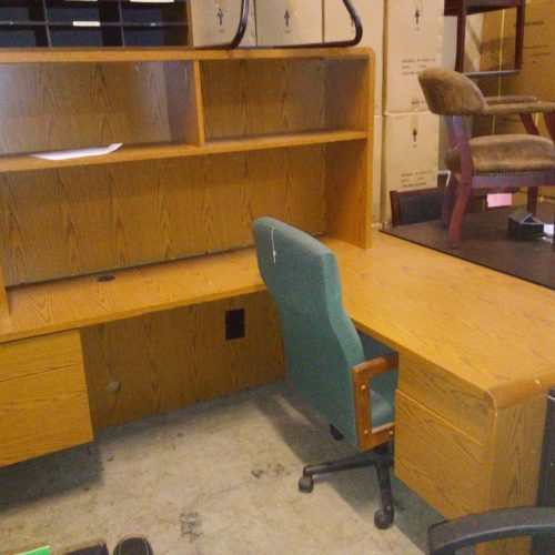 Used HON 10600 Desk left return & hutch Med Oak