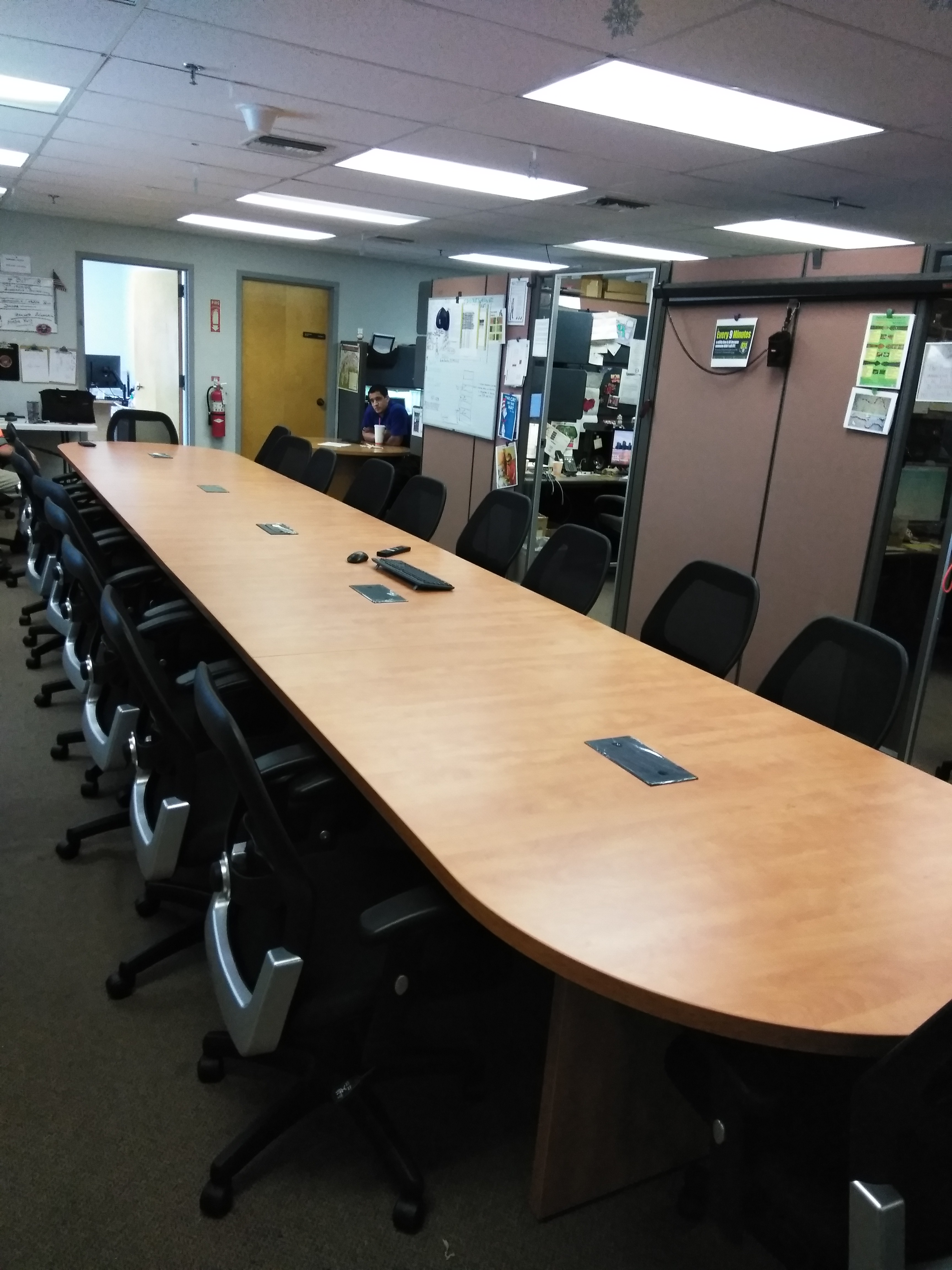 24 Oval Conference Table Laminate Mad Man Mund