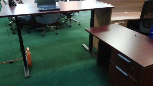 Adjustable height desk with return mahogany