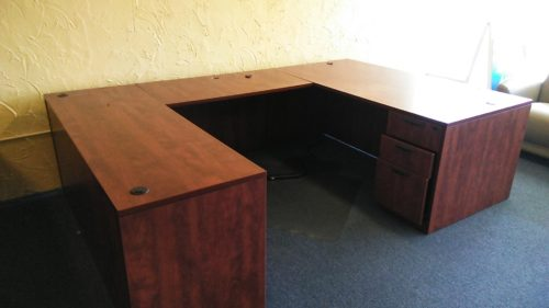 Used executive U-shape desk cherry