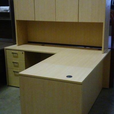 floor model desk with left return & hutch maple